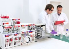 asia-chemists-in-lab